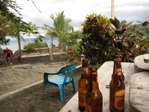 Das Bier zuhause im Garten haben wir uns aber sowas von verdient!