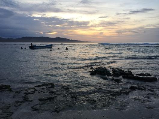 Dorf-Strand bei Sonnenuntergang