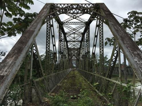 Der ehemalige Grenzübergang - inzwischen gibt es eine neuere Brücke.